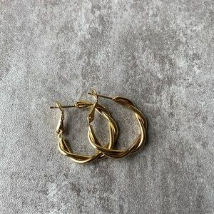 Gold tone twisted hoop earrings